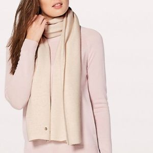 Lululemon cozy up scarf